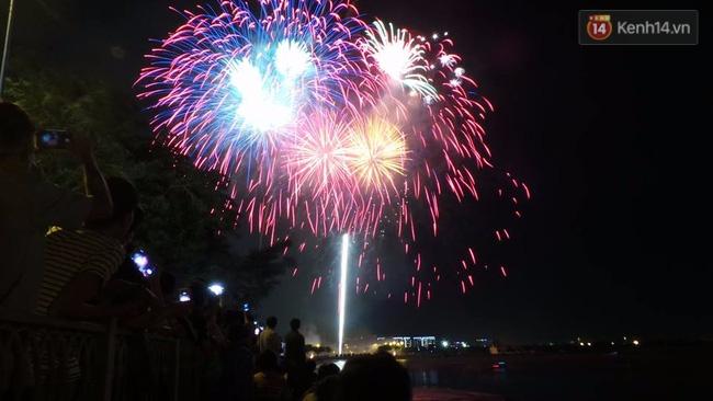 Pháo hoa rực sáng bầu trời Sài Gòn đêm Quốc Khánh - Ảnh 5.