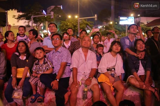 Pháo hoa rực sáng bầu trời Sài Gòn đêm Quốc Khánh - Ảnh 6.
