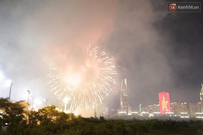 Pháo hoa rực sáng bầu trời Sài Gòn đêm Quốc Khánh - Ảnh 9.