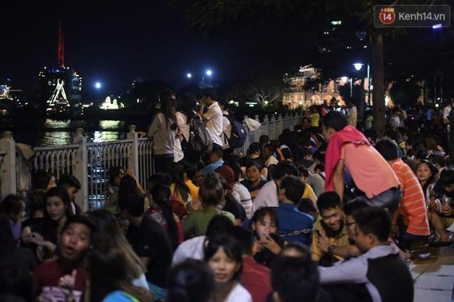 Pháo hoa rực sáng bầu trời Sài Gòn đêm Quốc Khánh - Ảnh 12.