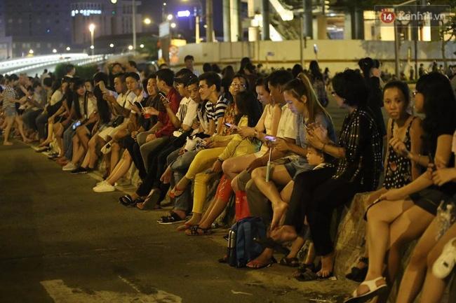Pháo hoa rực sáng bầu trời Sài Gòn đêm Quốc Khánh - Ảnh 13.