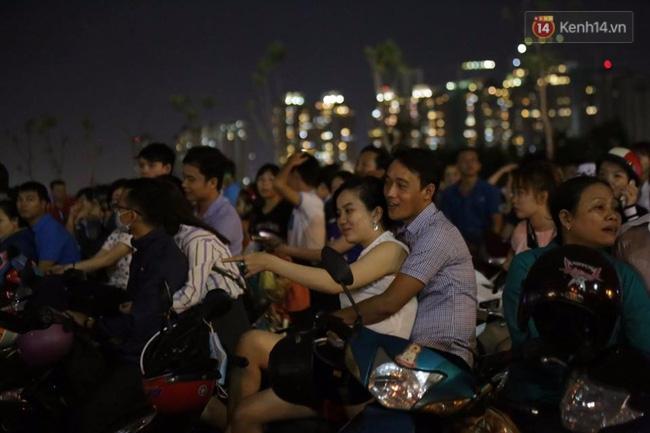 Pháo hoa rực sáng bầu trời Sài Gòn đêm Quốc Khánh - Ảnh 14.