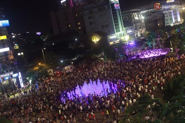 Pháo hoa rực sáng bầu trời Sài Gòn đêm Quốc Khánh - Ảnh 16.