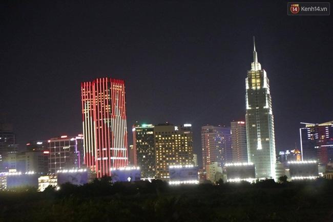 Pháo hoa rực sáng bầu trời Sài Gòn đêm Quốc Khánh - Ảnh 17.
