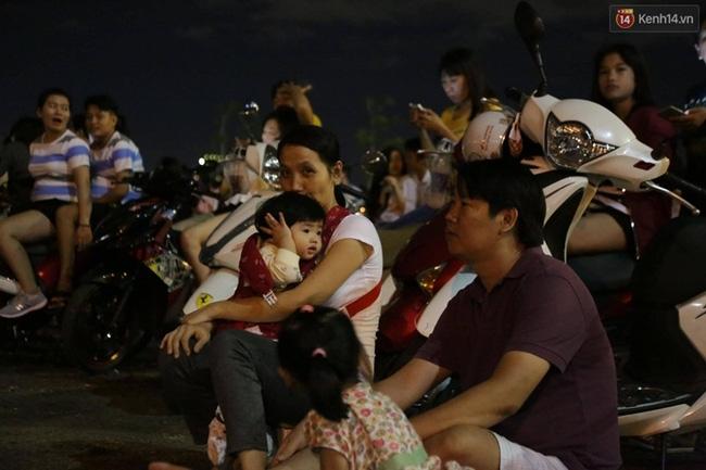 Pháo hoa rực sáng bầu trời Sài Gòn đêm Quốc Khánh - Ảnh 18.