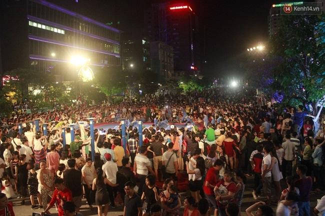 Pháo hoa rực sáng bầu trời Sài Gòn đêm Quốc Khánh - Ảnh 20.