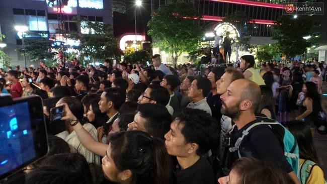 Pháo hoa rực sáng bầu trời Sài Gòn đêm Quốc Khánh - Ảnh 24.