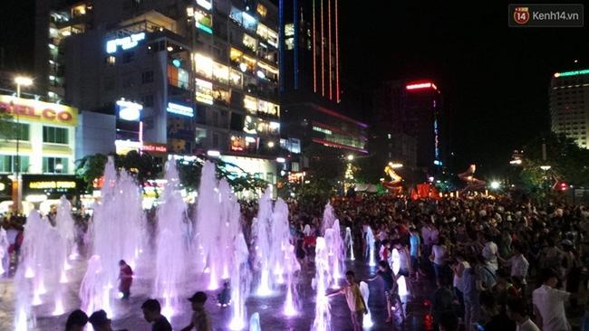 Pháo hoa rực sáng bầu trời Sài Gòn đêm Quốc Khánh - Ảnh 27.