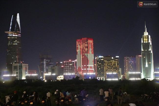 Pháo hoa rực sáng bầu trời Sài Gòn đêm Quốc Khánh - Ảnh 28.