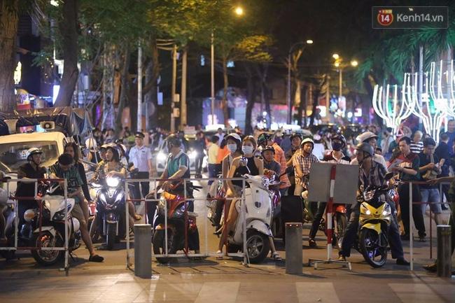 Pháo hoa rực sáng bầu trời Sài Gòn đêm Quốc Khánh - Ảnh 29.