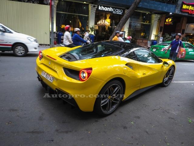 Chiếc Ferrari 488 GTB là món quà tốt nghiệp trị giá 16 tỷ Đồng mà em trai Phan Thành nhận được từ gia đình. Ngoài ra, Phan Hoàng còn có chiếc siêu xe Lamborghini Huracan LP610-4 trị giá 14 tỷ Đồng được tặng như món quà sinh nhật vào tháng 6 năm ngoái.