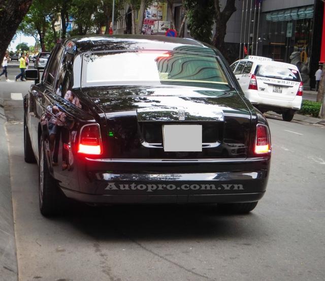 Thiết kể cổ điển cùng nội thất quý tộc giúp những chiếc Rolls-Royce Phantom khá được ưa chuộng tại thị trường Việt Nam.