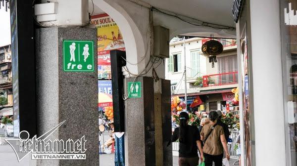 nhà vệ sinh, nhà vệ sinh thiếu nước, không được đi vệ sinh, nhà vệ sinh công cộng, phố đi bộ, khu vực đi bộ quanh hồ Gươm