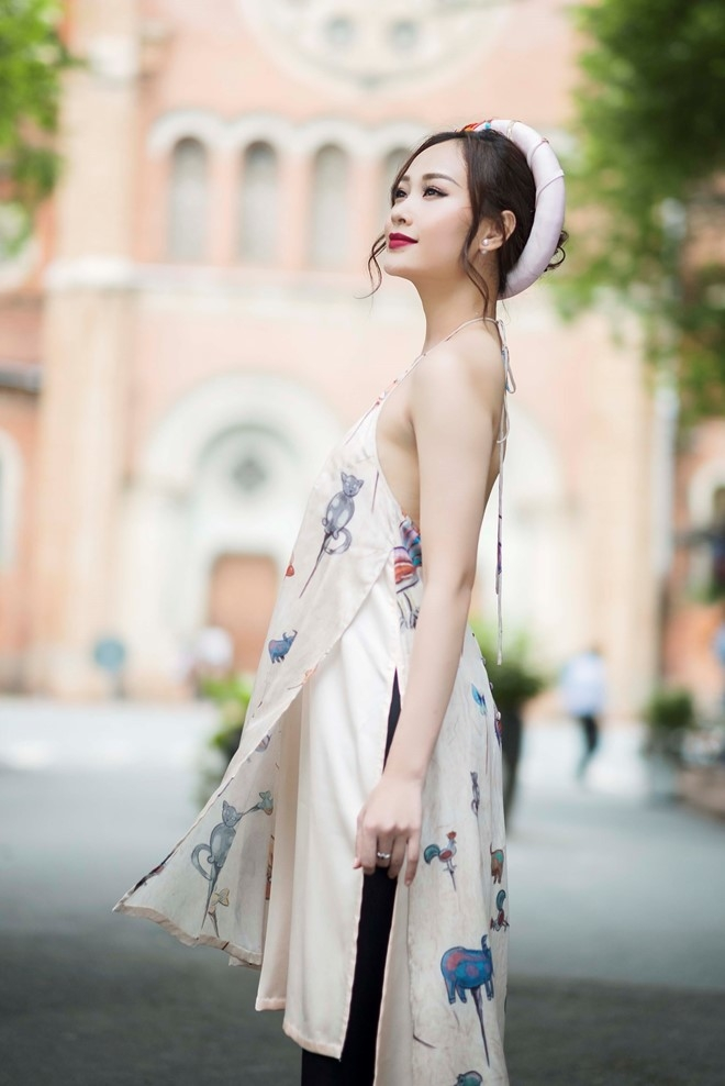 Ha Thuy Anh duyen dang voi ao dai gam hinh anh 6