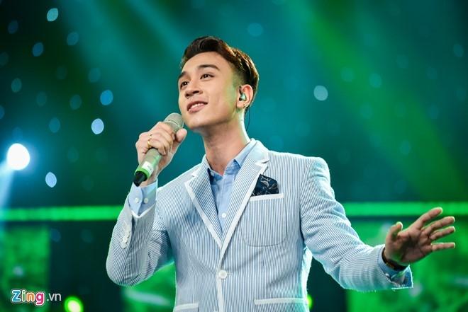 Hot boy Vietnam Idol bi loai khi dang co phong do cao hinh anh 1