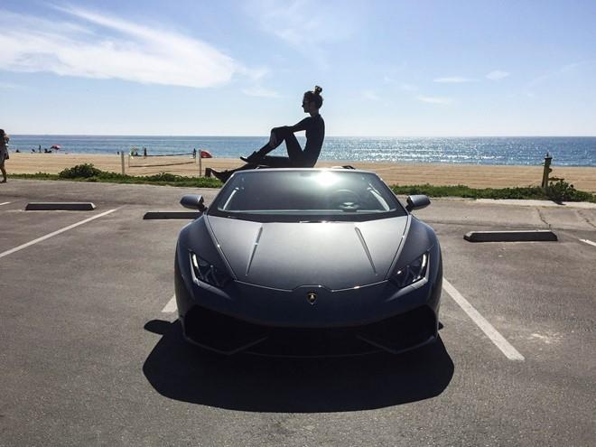 Lamborghini muon thay doi de quyen ru khach hang nu hinh anh 1