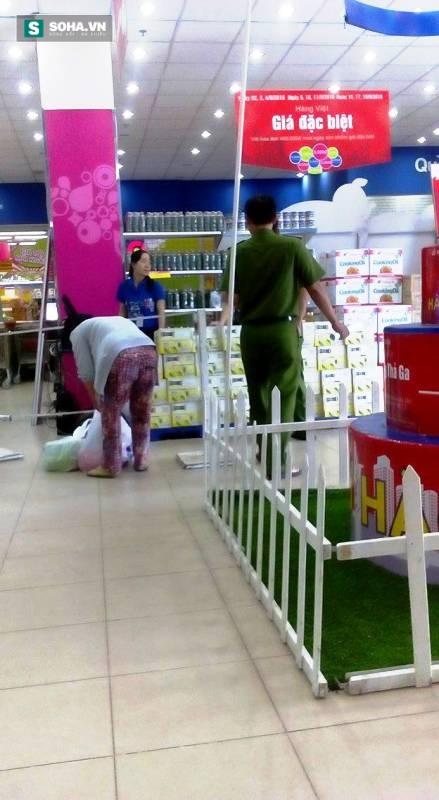 Người phụ nữ ngã lộn nhiều vòng ở thang cuốn siêu thị Co.opmart - Ảnh 1.