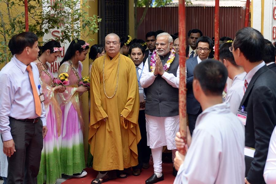 Đầu giờ chiều ngày 3/9, Thủ tướng Narendra Modi đã tới thăm chùa Quán Sứ theo lời mời của Giáo hội Phật giáo Việt Nam. Đi cùng ông có Phó thủ tướng Vũ Đức Đam.
