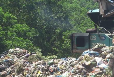 Xử lý rác. Ảnh minh họa
