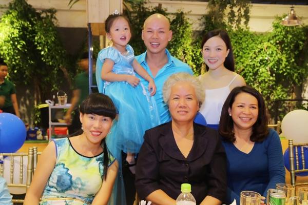 vo-chong-phan-dinh-tung-lam-sinh-nhat-3-tuoi-cho-con-gai-1