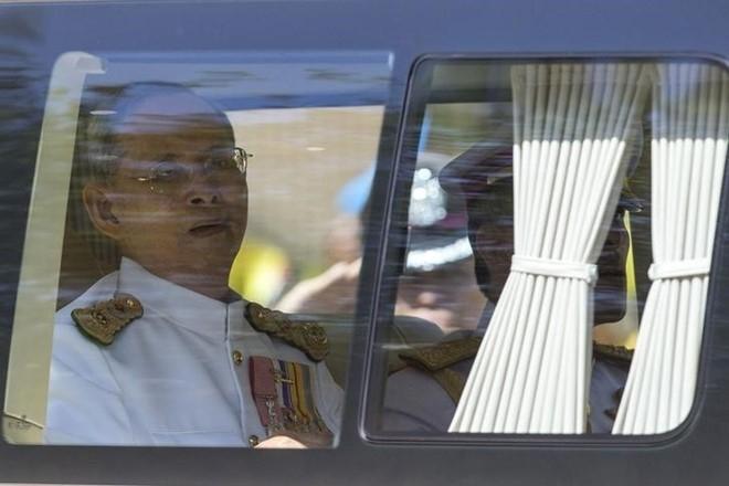 Vua Thai Lan bi dich trong phoi va nhiem trung mau hinh anh 2