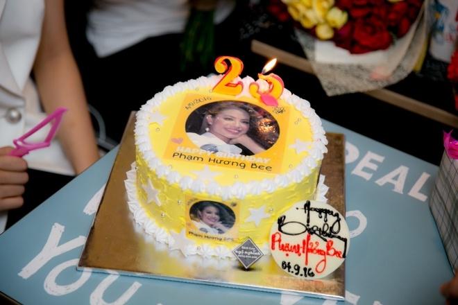Fan chúc mừng sinh nhật Phạm Hương