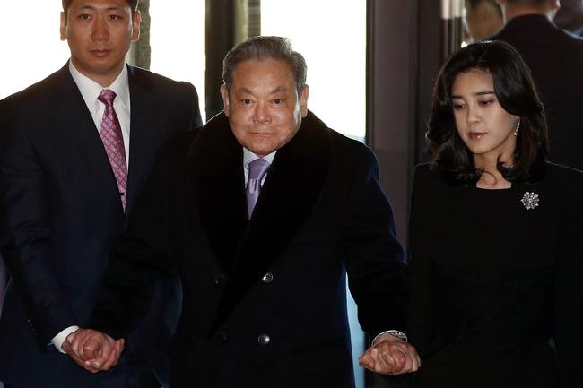 Phía sau tiền tài và danh vọng, các thế hệ chaebol Hàn Quốc có gì? - Ảnh 1.