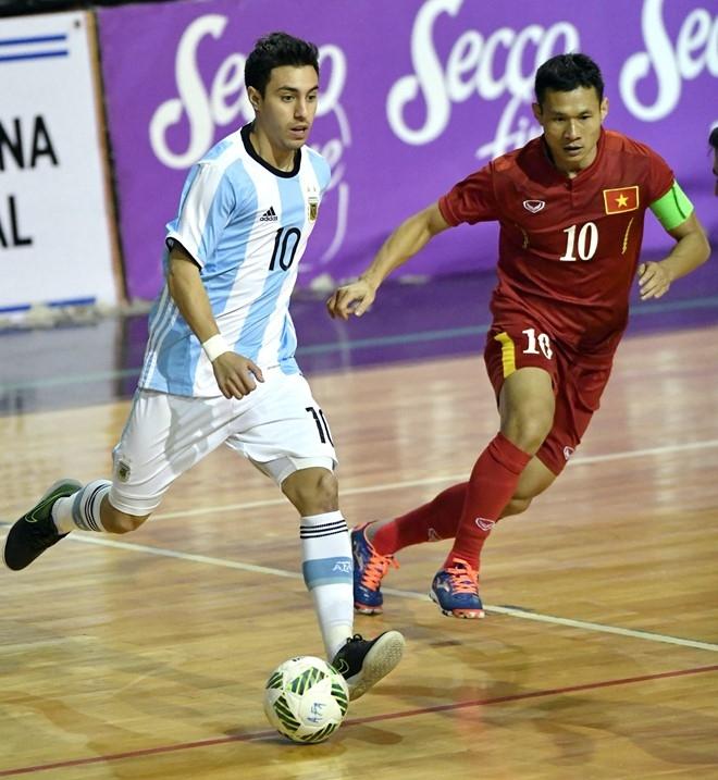 Tuyen futsal Viet Nam thua Argentina 2-5 du dan truoc 2 ban hinh anh 1