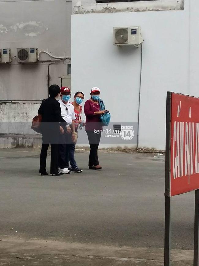 Bố Minh Thuận có mặt bệnh viện để theo dõi tình hình của con trai - Ảnh 2.