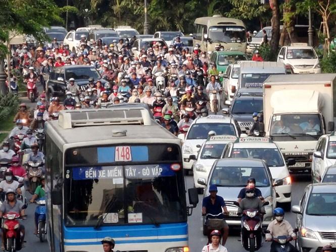 Tình trạng ùn xe tại khu vực Lăng Cha Cả, gần sân bay Tân Sơn Nhất /// Ảnh: An Huy