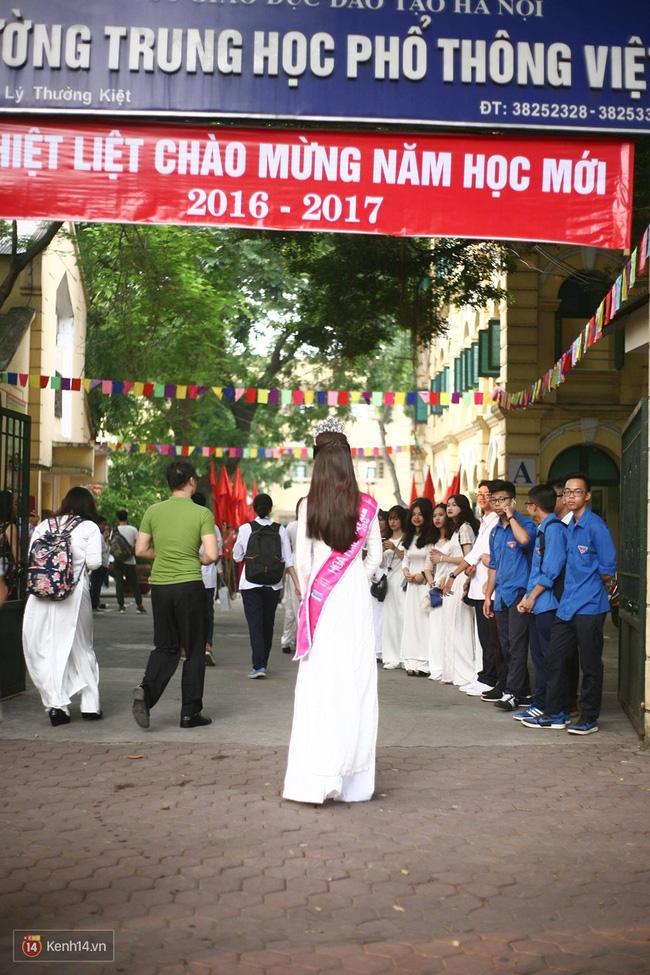 Hoa hậu Mỹ Linh xuất hiện rạng rỡ tham dự lễ khai giảng tại trường Việt Đức - Ảnh 3.