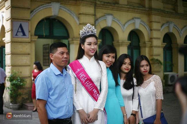 Hoa hậu Mỹ Linh xuất hiện rạng rỡ tham dự lễ khai giảng tại trường Việt Đức - Ảnh 4.