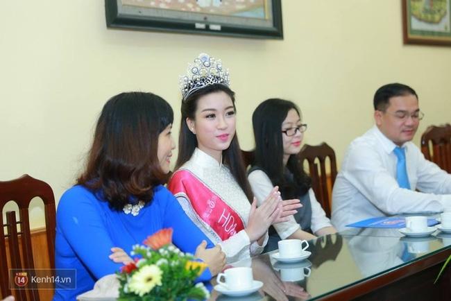 Hoa hậu Mỹ Linh xuất hiện rạng rỡ tham dự lễ khai giảng tại trường Việt Đức - Ảnh 7.