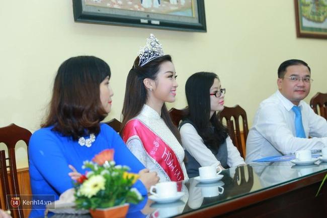 Hoa hậu Mỹ Linh xuất hiện rạng rỡ tham dự lễ khai giảng tại trường Việt Đức - Ảnh 10.
