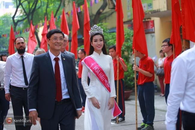 Hoa hậu Mỹ Linh xuất hiện rạng rỡ tham dự lễ khai giảng tại trường Việt Đức - Ảnh 11.
