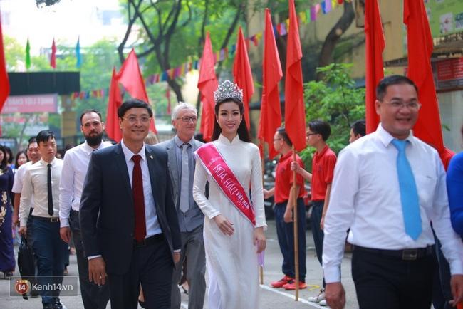 Hoa hậu Mỹ Linh xuất hiện rạng rỡ tham dự lễ khai giảng tại trường Việt Đức - Ảnh 12.