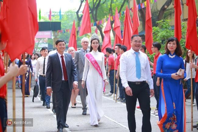 Hoa hậu Mỹ Linh xuất hiện rạng rỡ tham dự lễ khai giảng tại trường Việt Đức - Ảnh 13.