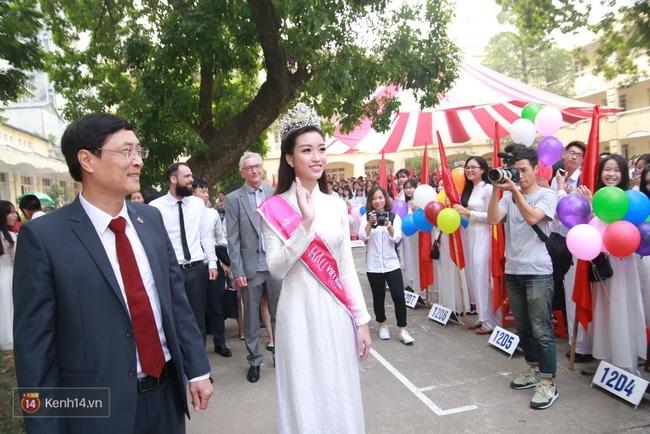 Hoa hậu Mỹ Linh xuất hiện rạng rỡ tham dự lễ khai giảng tại trường Việt Đức - Ảnh 14.