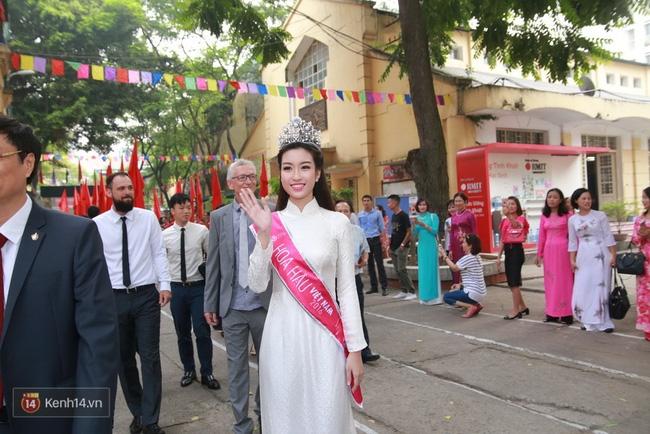 Hoa hậu Mỹ Linh xuất hiện rạng rỡ tham dự lễ khai giảng tại trường Việt Đức - Ảnh 15.
