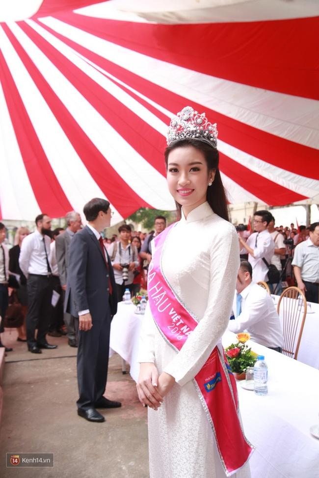 Hoa hậu Mỹ Linh xuất hiện rạng rỡ tham dự lễ khai giảng tại trường Việt Đức - Ảnh 16.