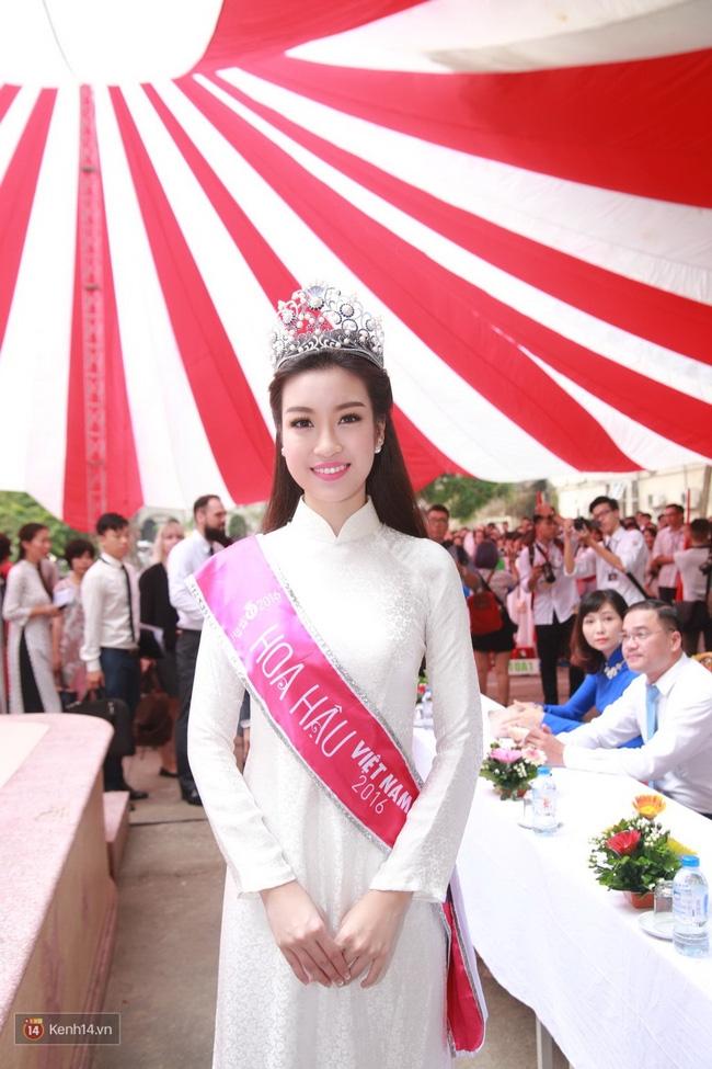 Hoa hậu Mỹ Linh xuất hiện rạng rỡ tham dự lễ khai giảng tại trường Việt Đức - Ảnh 17.