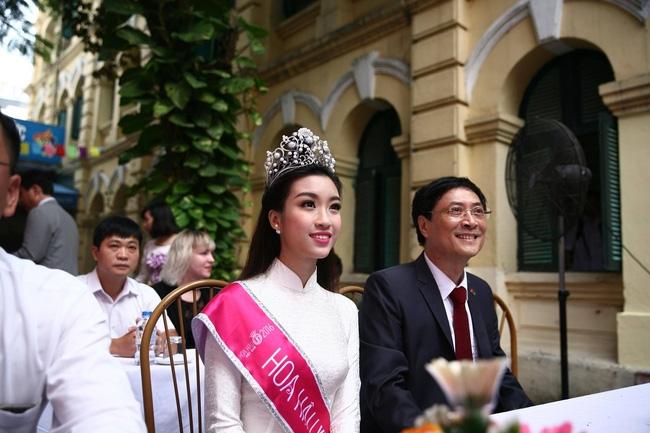Hoa hậu Mỹ Linh xuất hiện rạng rỡ tham dự lễ khai giảng tại trường Việt Đức - Ảnh 18.