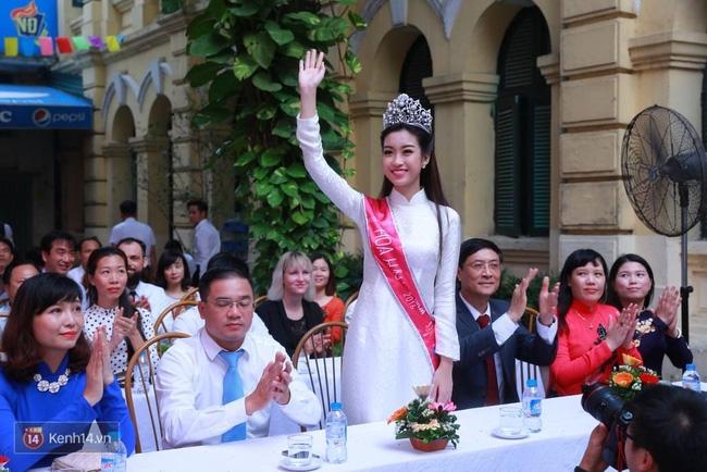 Hoa hậu Mỹ Linh xuất hiện rạng rỡ tham dự lễ khai giảng tại trường Việt Đức - Ảnh 19.