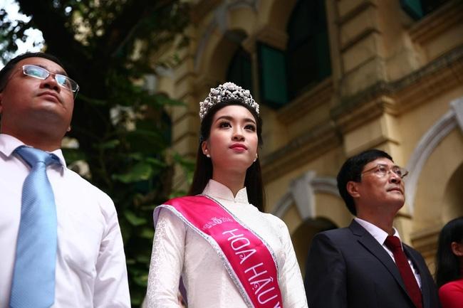Hoa hậu Mỹ Linh xuất hiện rạng rỡ tham dự lễ khai giảng tại trường Việt Đức - Ảnh 20.