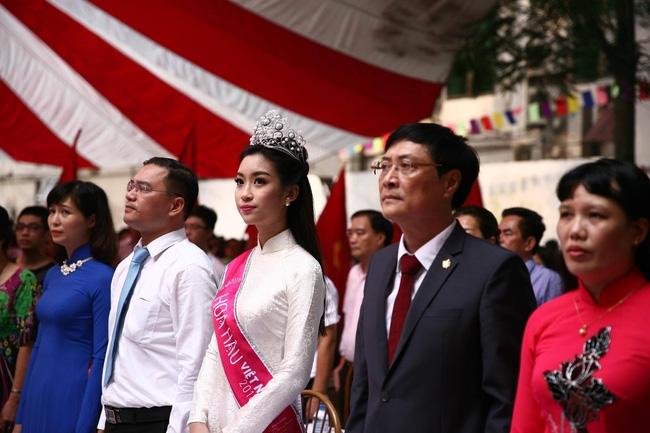 Hoa hậu Mỹ Linh xuất hiện rạng rỡ tham dự lễ khai giảng tại trường Việt Đức - Ảnh 21.