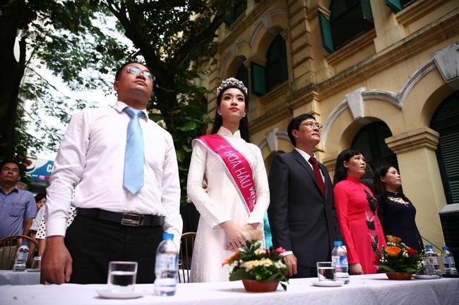 Hoa hậu Mỹ Linh xuất hiện rạng rỡ tham dự lễ khai giảng tại trường Việt Đức - Ảnh 22.