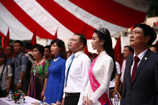 Hoa hậu Mỹ Linh xuất hiện rạng rỡ tham dự lễ khai giảng tại trường Việt Đức - Ảnh 24.