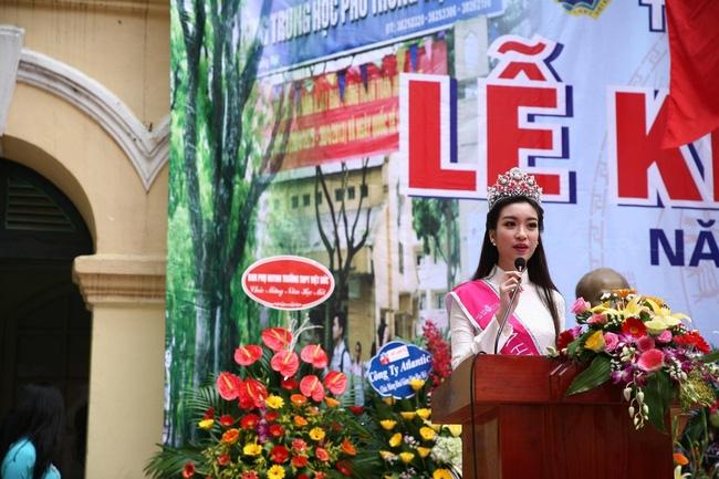 Hoa hậu Mỹ Linh xuất hiện rạng rỡ tham dự lễ khai giảng tại trường Việt Đức - Ảnh 26.