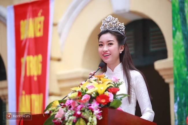 Hoa hậu Mỹ Linh xuất hiện rạng rỡ tham dự lễ khai giảng tại trường Việt Đức - Ảnh 27.