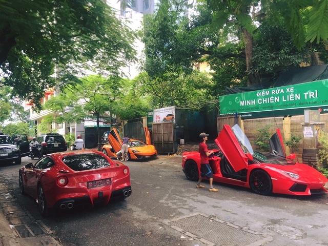 Trước đó, siêu xe màu cam này cũng có màn dạo phố ấn tượng với cặp đôi Lamborghini Aventador LP700-4 Roadster và Ferrari F12 Berlinetta.
